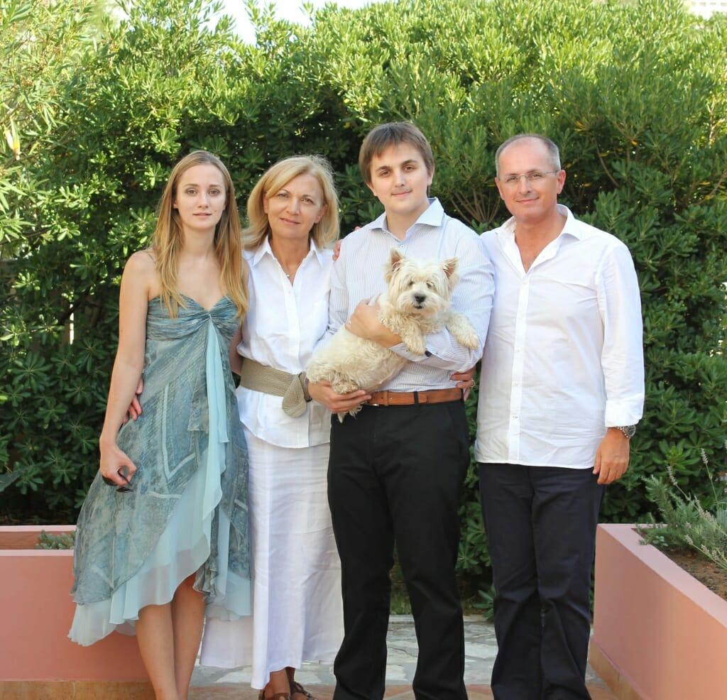 Dr. Dzepina s obitelji